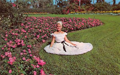 beautiful girls in Cypress Gardens Cyress Gardens, Florida Postcard