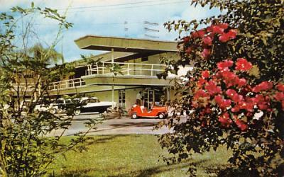 Fort Paradise Hotel and Villas Crystal River, Florida Postcard