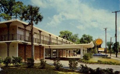 Quality Courts Motel - De Land, Florida FL Postcard