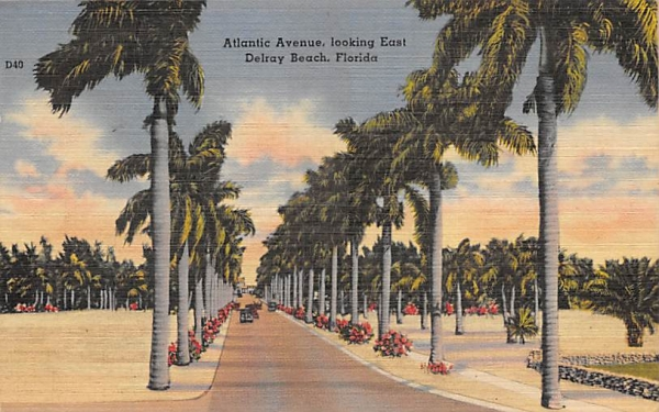 Atlantic Avenue, looking East Delray Beach, Florida Postcard
