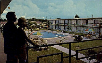 Holiday Inn - Fort Lauderdale, Florida FL Postcard