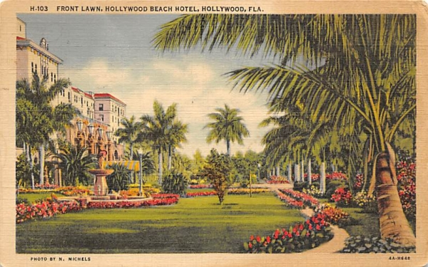 Front Lawn, Hollywood Beach Hotel Florida Postcard