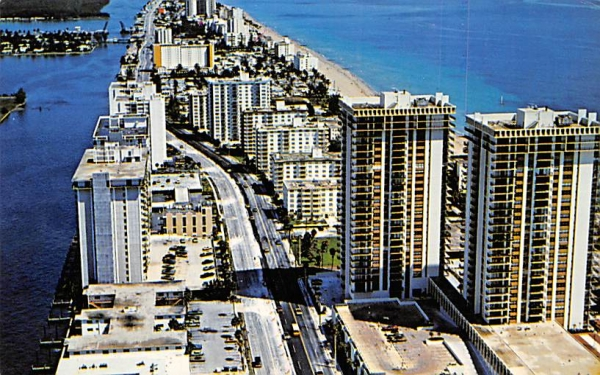 Ocean Boulevard looking North Hollywood, Florida Postcard