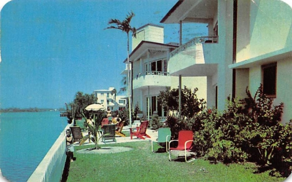 Beverly Gardens Apartments Hollywood, Florida Postcard