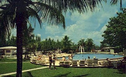 Golden Gate Hotel - Miami Beach, Florida FL Postcard