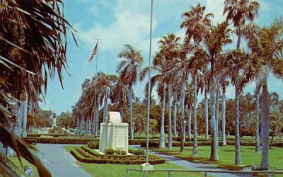 In beautiful Bayfront Park, adjoining Biscayne Bay  Miami, Florida Postcard
