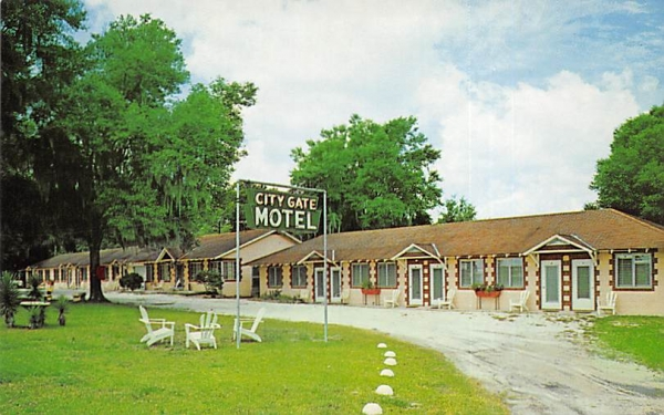 City Gates Motel Orange City, Florida Postcard