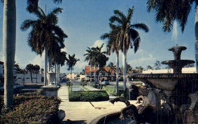 Memorial Fountain - Palm Beach, Florida FL Postcard