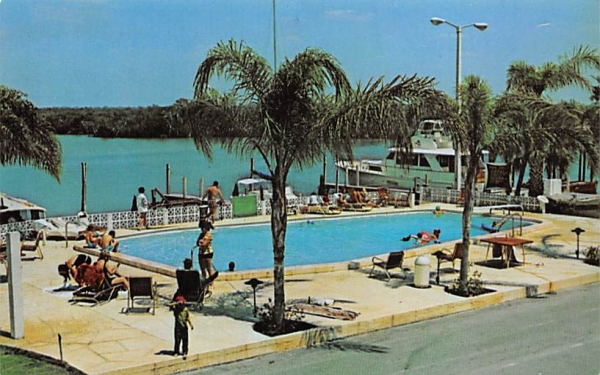 Quality Inn-Bahia Beach Ruskin, Florida Postcard