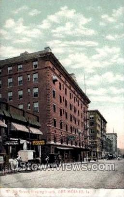 W. 7th Street - Des Moines, Iowa IA Postcard