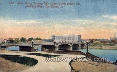 River Front - Des Moines, Iowa IA Postcard