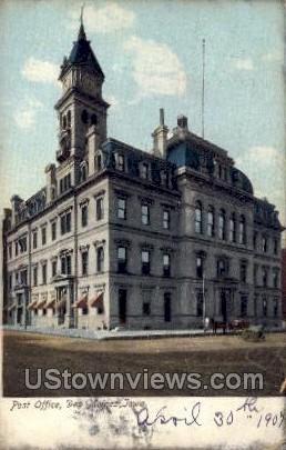 Post Office - Des Moines, Iowa IA Postcard