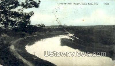 Curve at Cedar Heights - Cedar Falls, Iowa IA Postcard