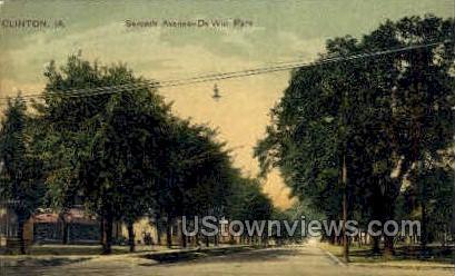 Seventh Ave De Witt Park - Clinton, Iowa IA Postcard