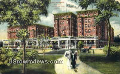 Hotel Windermere - Chicago, Illinois IL Postcard