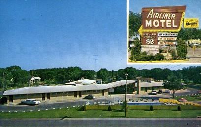 Airliner Motel - Salina, Kansas KS Postcard