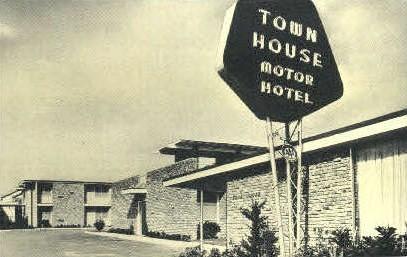 Town House Motor Hotel - New Orleans, Louisiana LA Postcard