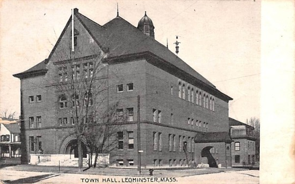 Town HallLeominster, Massachusetts Postcard