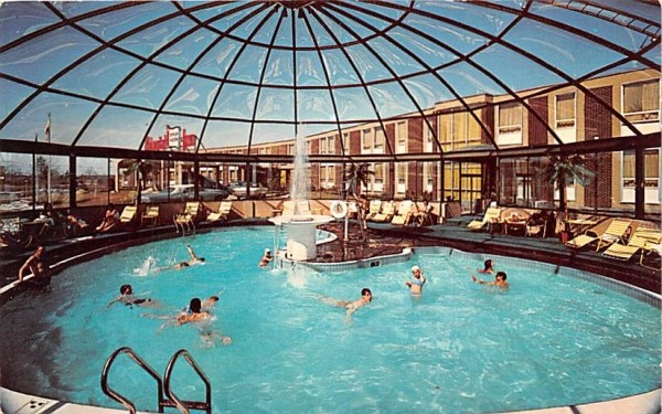 Colonial Hilton Inn Wakefield, Massachusetts Postcard