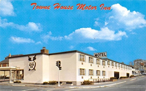 Towne House Motor Inn Watertown, Massachusetts Postcard