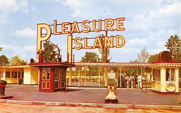 Pleasure Island Entrance Wakefield, Massachusetts Postcard