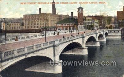 New Cement Bridge and Grand Trunk Depot - Grand Rapids, Michigan MI Postcard