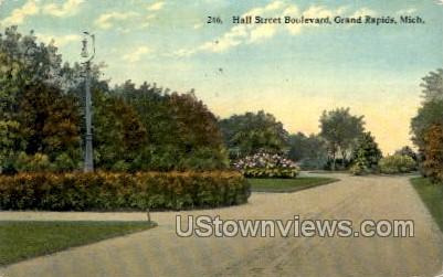 Hall Street Boulevard - Grand Rapids, Michigan MI Postcard