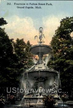 Fountain in Fulton Street Park - Grand Rapids, Michigan MI Postcard