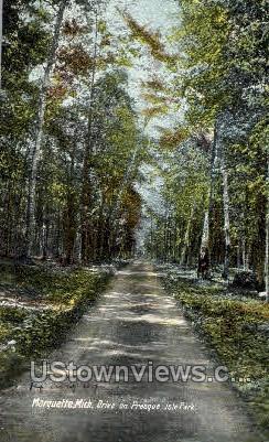 Drive on Presque Isle Park - Marquette, Michigan MI Postcard