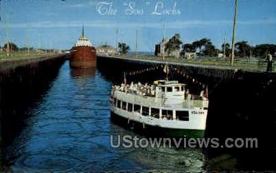Cruise Boat Holiday in Soo Locks - Sault Ste Marie, Michigan MI Postcard