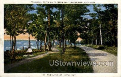 Drive in Presque Isle - Marquette, Michigan MI Postcard