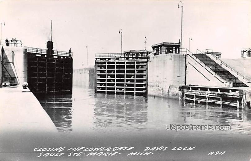 Closing the Lower Gate - Sault Ste Marie, Michigan MI Postcard