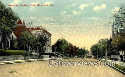Broadway Street - Hannibal, Missouri MO Postcard