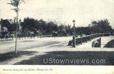 Gladstone Blvd and Bridge - Kansas City, Missouri MO Postcard