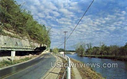 The Overhanging Cliff - Noel, Missouri MO Postcard