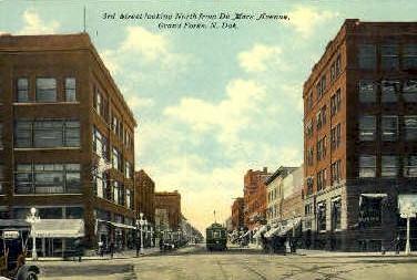 3rd St. - Grand Forks, North Dakota ND Postcard