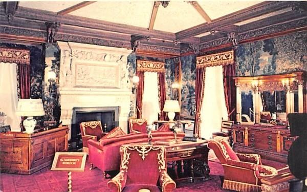 Mr Frederick W Vanderbilt's Bedroom Hyde Park, New York Postcard
