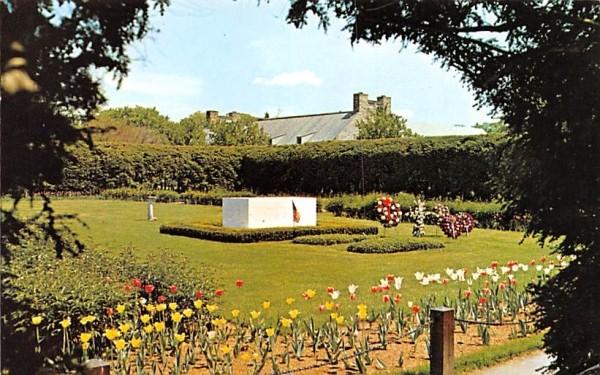 Roosevelt's Grave & Monument Hyde Park, New York Postcard