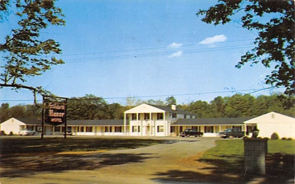 Golden Manor motel Hyde Park, New York Postcard