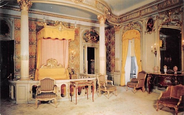 Mrs Frederick W Vanderbilt's Bedroom Hyde Park, New York Postcard