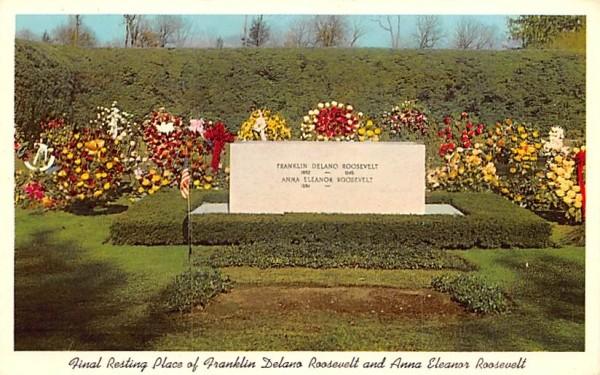 Final Resting place of Franklin Delano Roosevelt & Anna Elanor Roosevelt Hyde Park, New York Postcard