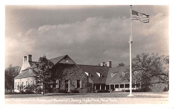 Franklin D Roosevelt Memorial Library Hyde Park, New York Postcard