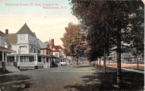 Highland Avenue North from Prospect Street Middletown, New York Postcard