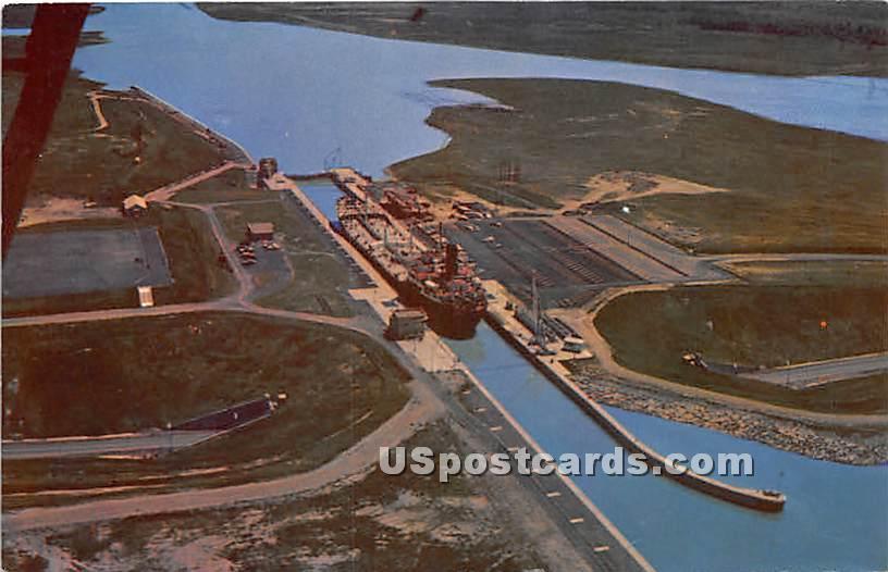 Eisenhower Lock, St Lawrence Seaway - Massena, New York NY Postcard