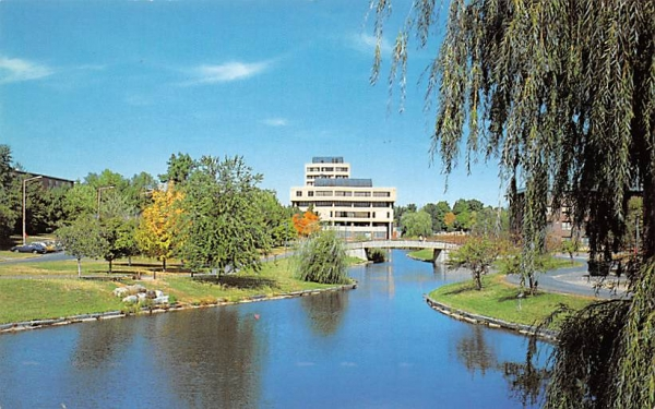 Student Union Building SUNY College New Paltz, New York Postcard