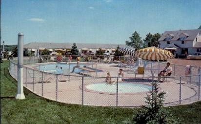 Pine Crest Friendship Inn - Sioux Falls, South Dakota SD Postcard