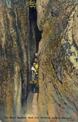 Fat Man's Squeeze, Rock City Gardens - Lookout Mountain, Tennessee TN Postcard