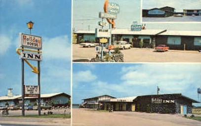 Holiday House Inn - Brownfield, Texas TX Postcard