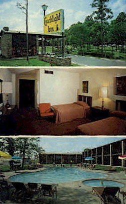 Coachlight Inn - Huntsville, Texas TX Postcard