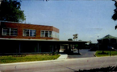 Clarendon Hotel Court - Arlington, Virginia VA Postcard